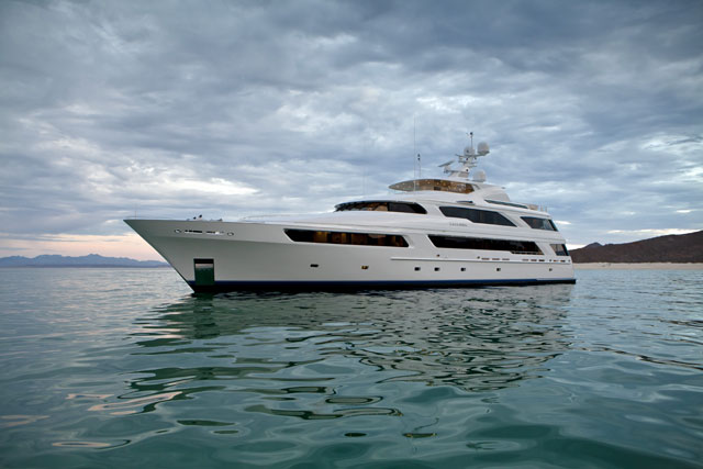 - Delta-Arianna-anchor-Superyacht-Media