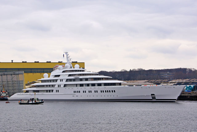 Azzam World S Largest Yacht Reappears At Lurssen Megayacht News