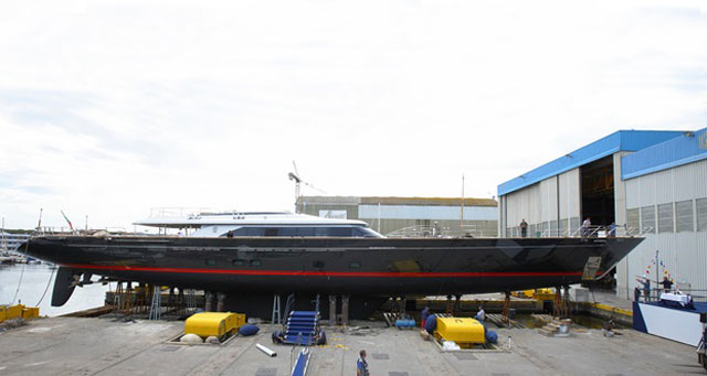 Perini Navi Seahawk on syncro lift