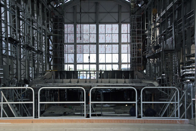 Hakvoort-Shipyard-shed-w-61m-superstructure