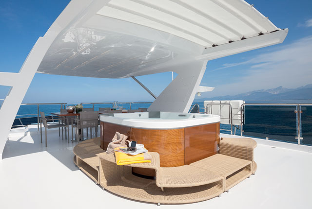 Benetti-Tradition-Supreme-108-My-Paradis-sundeck