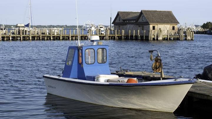 Fishing-Boat-in-Montauk-Bay