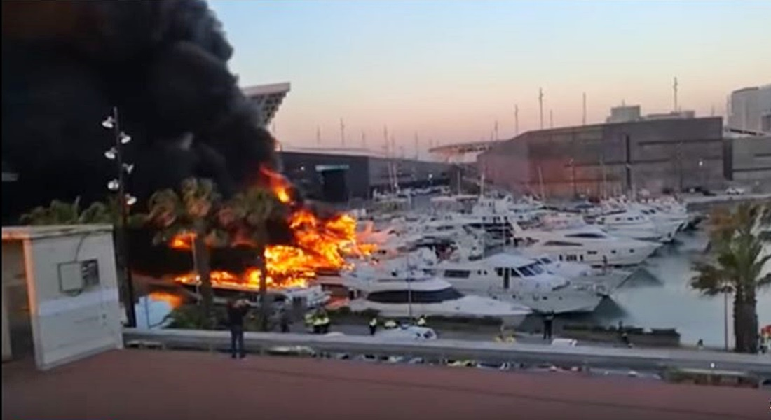 2 Fires Destroy Yachts...