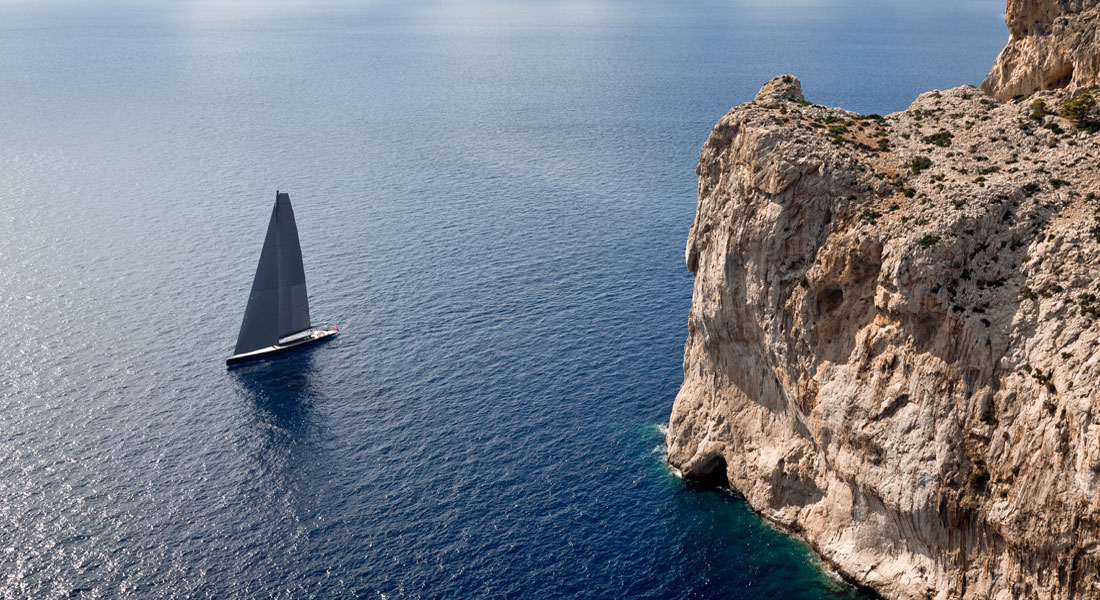 Ngoni sailing superyacht Royal Huisman