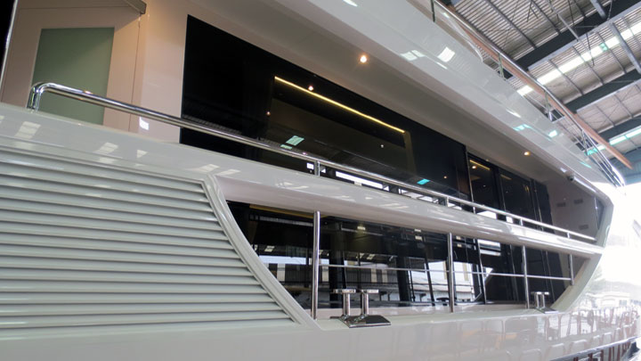 Horizon Yacht FD85 megayacht in test pool