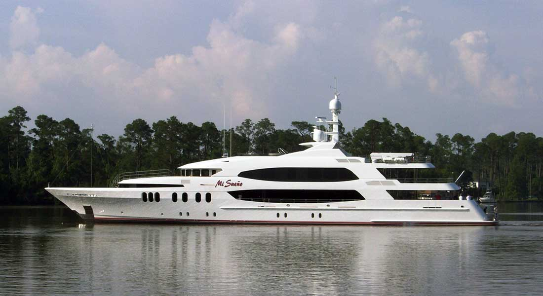 horse-racing themed superyacht Mi Sueno Trinity Yachts