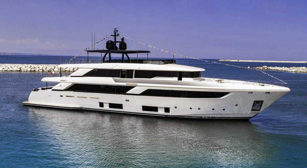 Navetta 42 megayacht Custom Line