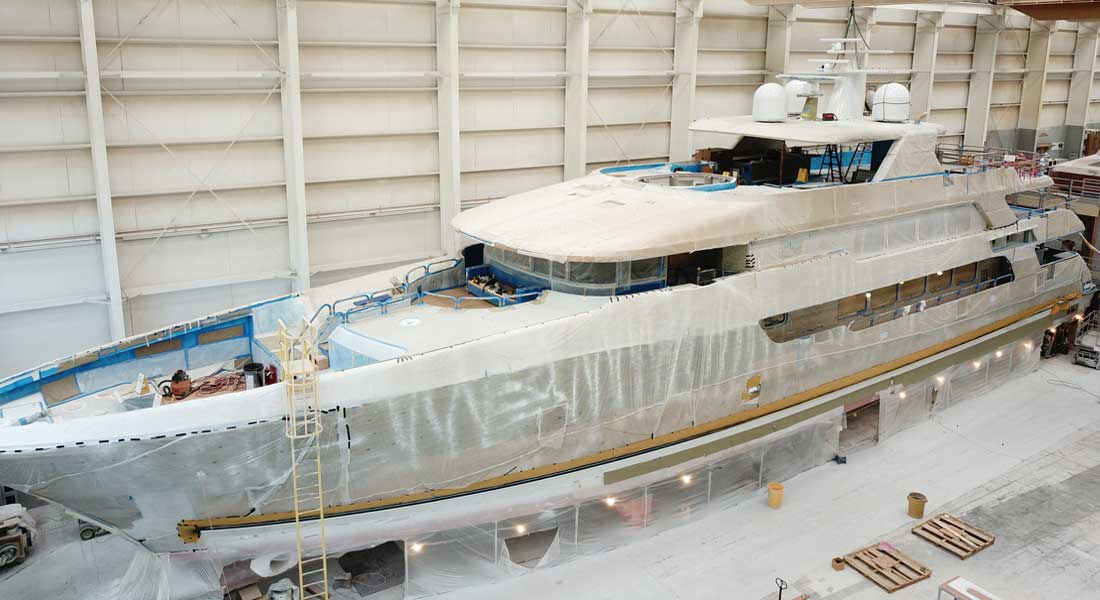 Christensen hull 38 megayacht