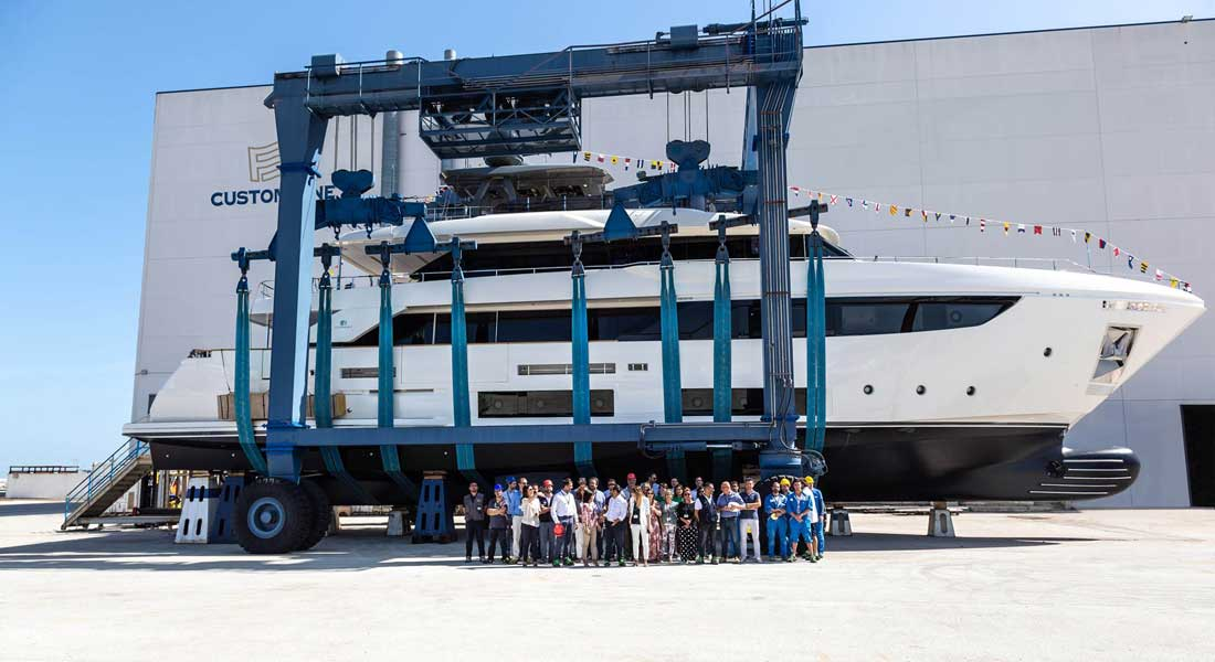 Custom Line Navetta 33 megayacht hull 5