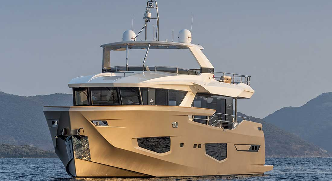 Numarine 26XP series megayacht hull 2