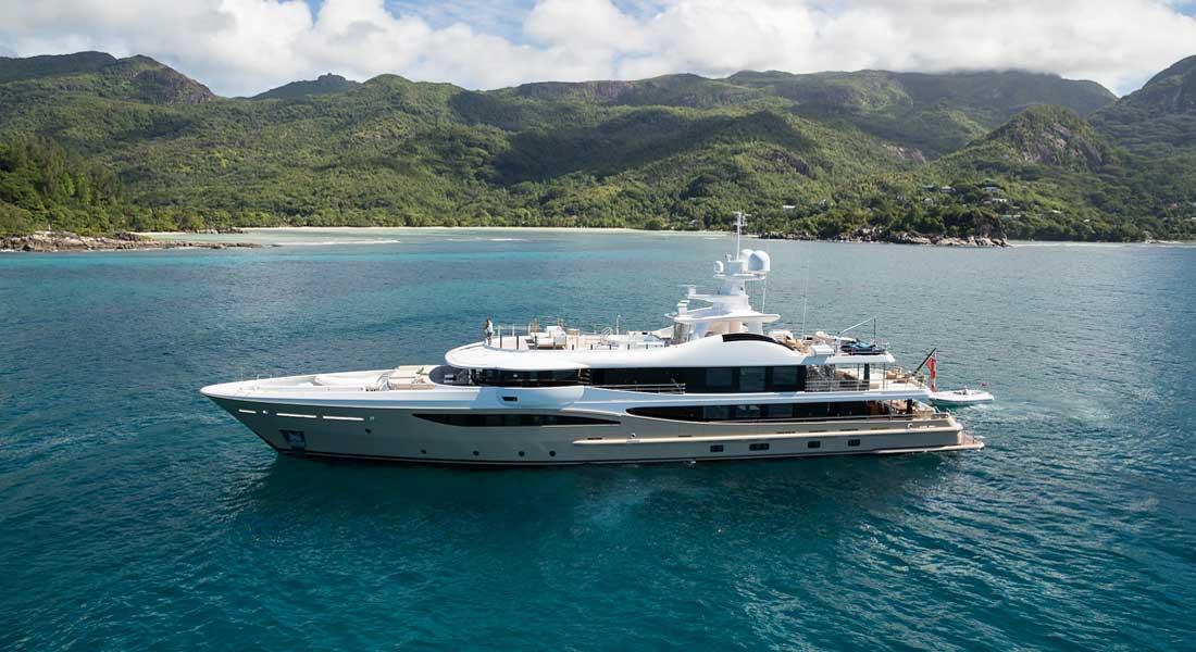 charter yacht Lili megayacht