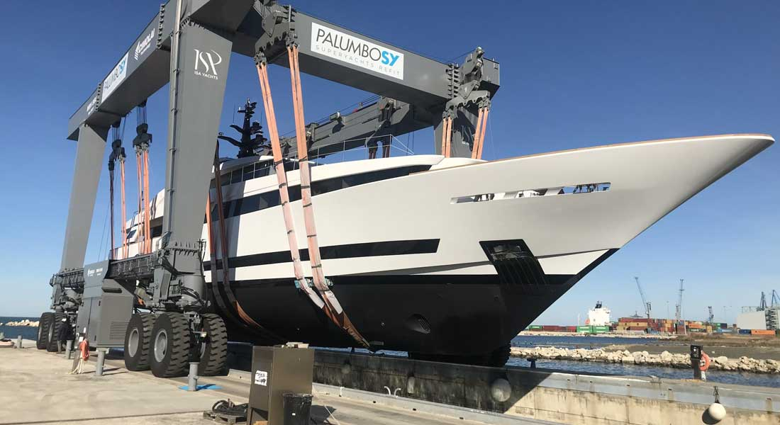 Agorà III Appears at ISA Yachts