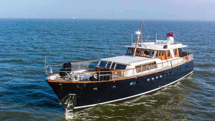 Feadship megayacht Caravelle