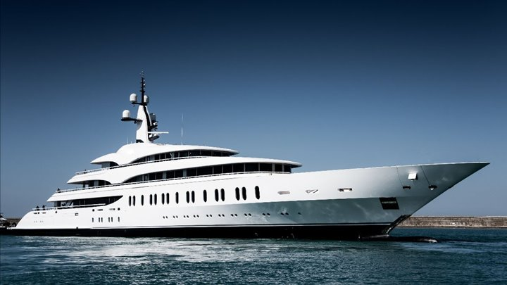 megayacht Benetti FB275 in profile at the launch