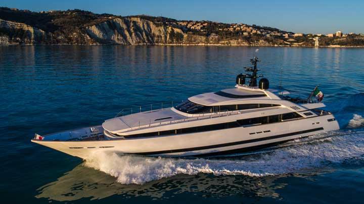 Agora III megayacht by ISA Yachts