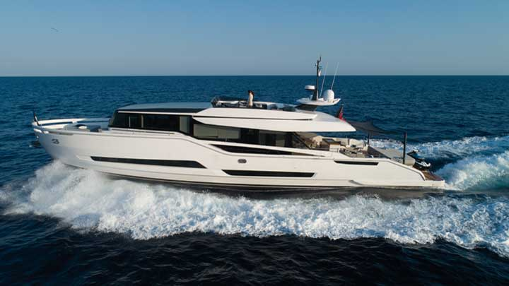 expect 30 knots from the Extra 86 Fast megayacht
