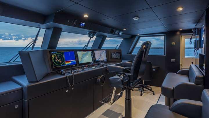 L.A.U.L., Extra 130 Alloy megayacht