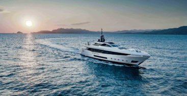 Mangusta GranSport 45 megayacht running