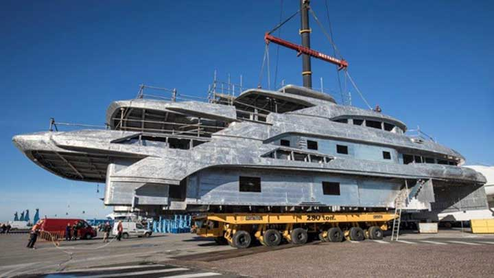 Benetti FB274 megayacht hull and superstructure joining
