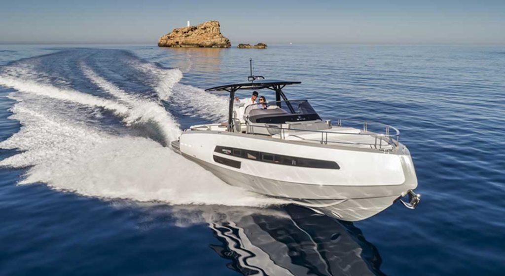 Invictus Yacht USA will have the Invictus 370GT at the 2020 Miami Yacht Show
