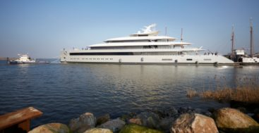 the Feadship Moonrise measures 99.95 meters
