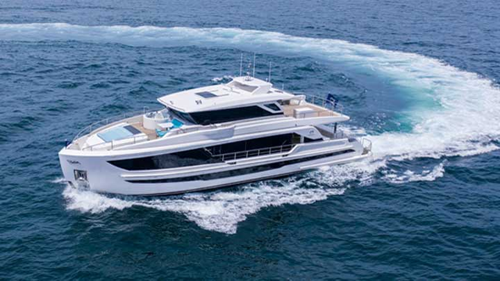 repeat megayacht customers of Horizon commissioned this FD90