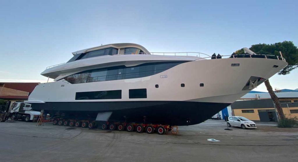 the Maiora 30 Convertible megayacht