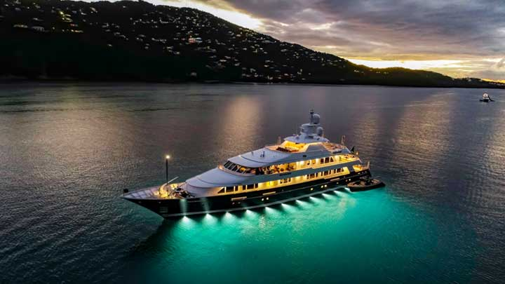 the refit of Broadwater was a major megayacht project for Huisfit