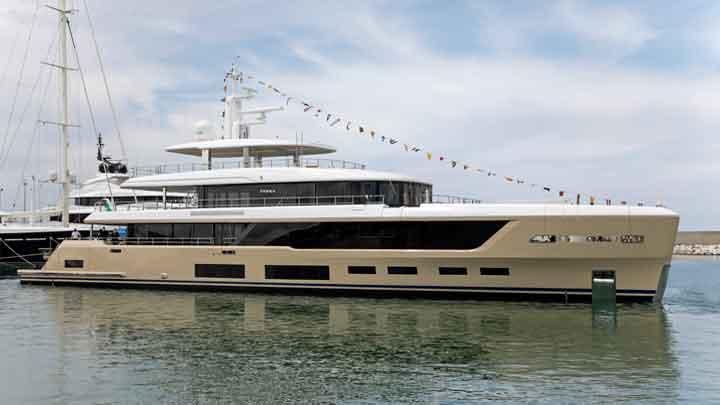 Hawa is a fully custom megayacht from Benetti