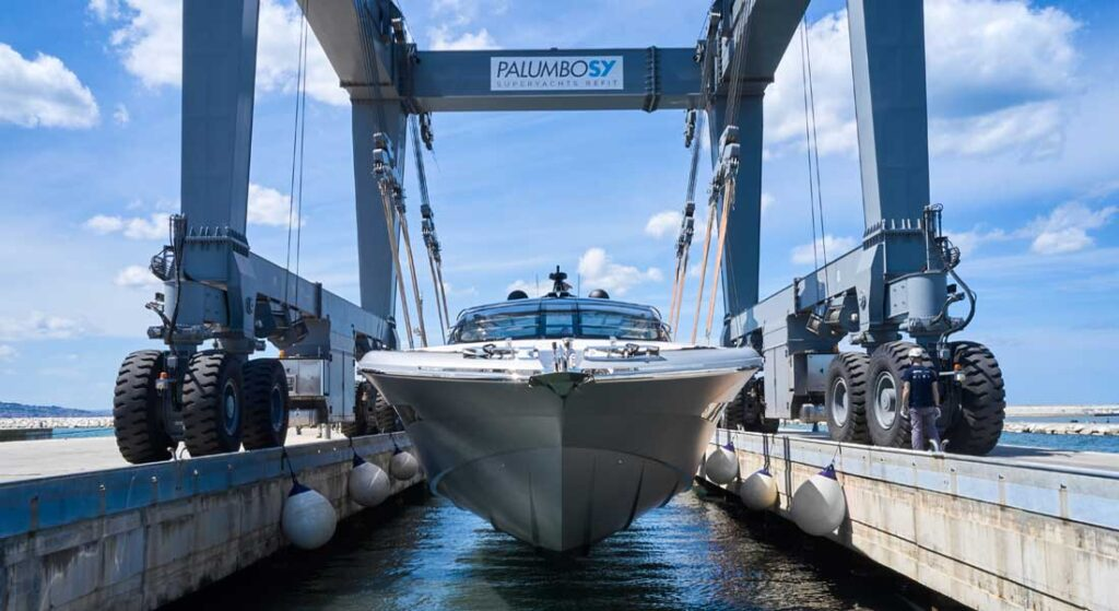 the ISA Super Sportivo 100 GTO is a 100-foot megayacht that can hit 50 knots